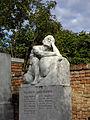 Wien-Simmering - Zentralfriedhof evangelische Abteilung - Grabfigur am Grab der Familie Ungethüm von Carl Philipp.jpg