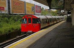Willesden Junction station MMB 02 1972 stock