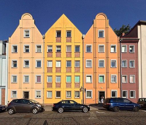 Wohnbebauung-Muehlenstr-Stralsund-Plattenbau-postmodern-05-2018
