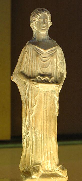 Greek terracotta figurines - Woman bearing offerings, archaic figurine from Peloponnese, Louvre