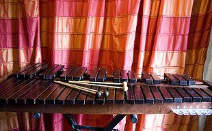 Xilofono con differenti tipi di mazzuole