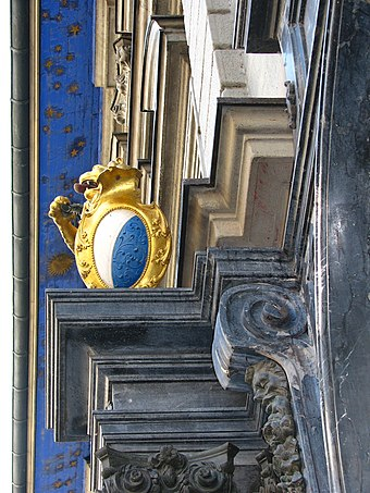 The coat of arms on the Town Hall Zurich - Rathaus - Portikus-Details IMG 1112.jpg