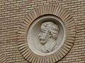 Zaragoza - Antigua Facultad de Medicina - Medallón - Bandaje.jpg
