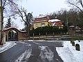 Zbraslav, Bartoňova 630, Storchova vila, ze zámeckého parku.jpg
