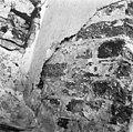 Zijkant van een venster, een oorspronkelijk witsellaag onder een oude pleister witlaag, 13e eeuw - Kantens - 20123780 - RCE.jpg