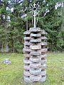 Švedriškė, kryžius ant girnapusių.JPG