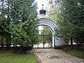 Ворота церкви Антония и Феодосия Печерских 1.JPG