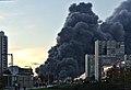 Дым от пожара в строительном центре «Синдика».jpg