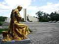 Меморіальний комплекс на честь радянських воїнів, с. Гусарка, в центрі села, Більмацький район, Запорізька обл.jpg