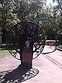 Памятная доска при входе в парк-рощу (ост. Роща).jpg