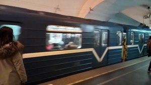 File:Прибытие поезда метро на станцию Невский проспект (2019).ogv