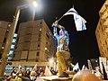 הומאז' לפסל גיבור ישראל בהפגנה בכיכר פריז בירושלים 5 בדצמבר 2020 צילום ניר חסון 02.jpg