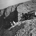 סקר ישראל עיגון ופינוי הסולם מעל מערת האימה 1953.jpg