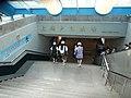 上海火車駅駅1号線入口.JPG