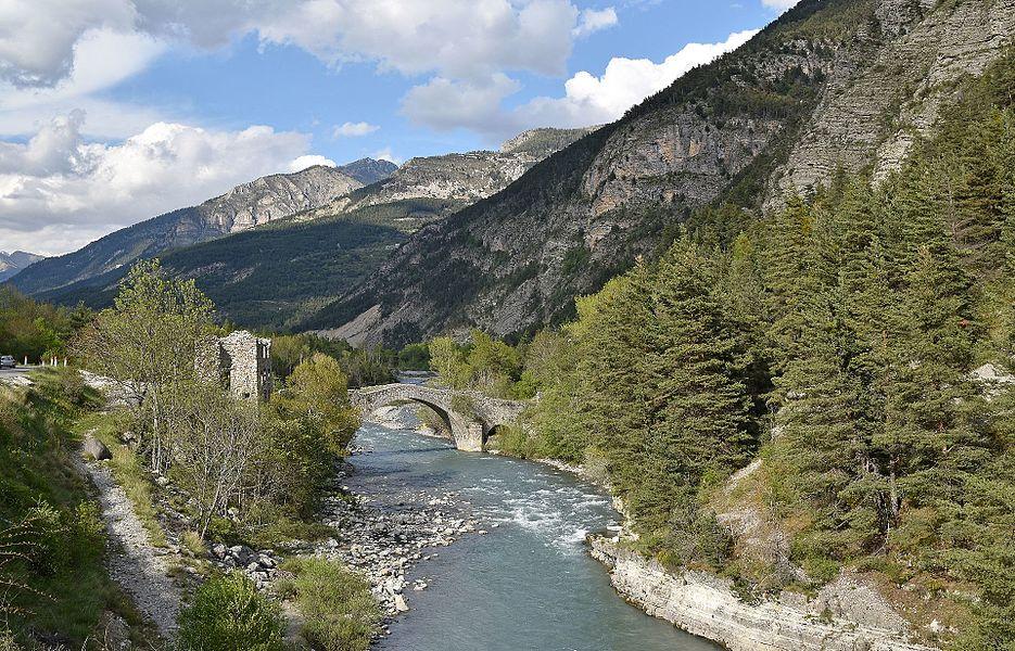 """Bridge """"du moulin"""" on the Verdon river, Thorame-Haute, Alpes-de-Haute-Provence, France"""