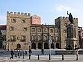 024 Plaza del Marqués (Gijón), amb el Palacio de Revillagigedo i la Fuente de Pelayo.jpg