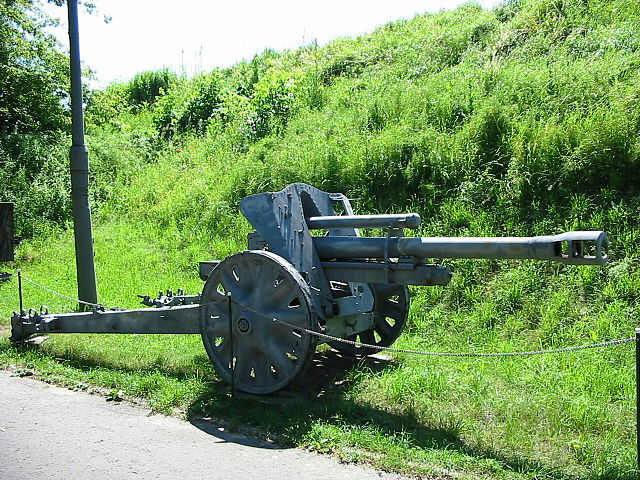 105 mm howitzer.MPTW.JPG
