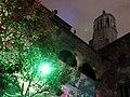 156 Pati del Museu Marès, al fons campanar de la Catedral, durant el festival Llum BCN.JPG