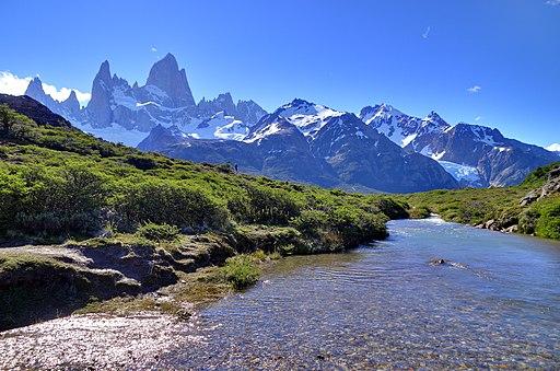 Argentina rio y montañas