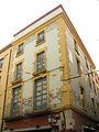 189 Casa Gardella, c. Sant Pere 5, cantonada c. Besalú.jpg