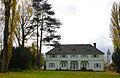 1920 bezogener Sommersitz der Familie des Freimaurers Hermann Rexhausen, später Mädchenpensionat, heute Gästehaus, Kulturdenkmal Hermannshof, Röse 33 in 31832 Springe-Völksen.jpg