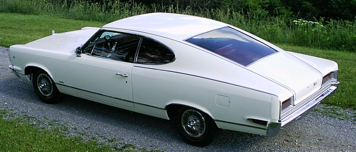 1200px-1967_AMC_Marlin_white_with_red_in