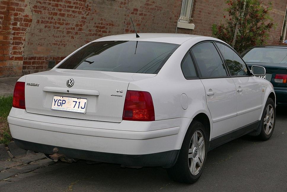 1999 Volkswagen Passat (3B MY00) V6 Syncro sedan (2015-11-11) 02