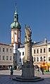2014 Frydek-Mistek, Náměstí Svobody, Kolumna z figurą Matki Boskiej 03.jpg