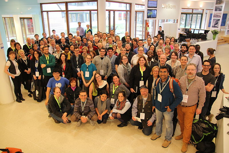 Bestand:2015 glamwiki group photo zvd.JPG