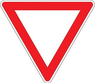 Comparison of European road signs - Image: 205 Daj prednosť v jazde!