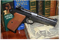 pistole mit reflex sight