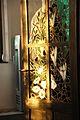 5119 Wzgórze Partyzantów.Witraż w drzwiach restauracji. Foto Barbara Maliszewska.jpg