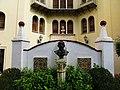 601 Casa Museu Benlliure (València), jardí, bust de J.A. Benlliure i part posterior de la casa.jpg