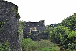 Ahmednagar Fort Main Gate.jpg