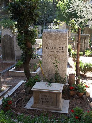 Antonio Gramsci - Gramsci's grave at the Cimitero Acattolico in Rome