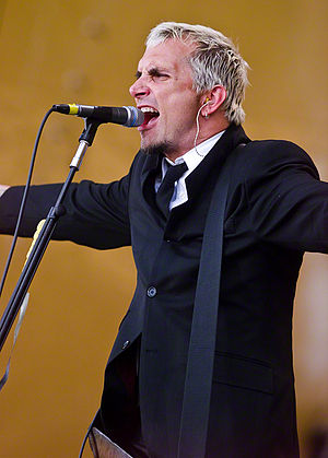 Art Alexakis - Alexakis singing with Everclear, performing in 1999