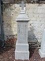 Avroult (Pas-de-Calais) mémorial de guerre 1918 d'un soldat au cimetière.JPG