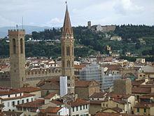 La Badia fiorentina, davanti al Bargello, Firenze