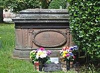 Barnish tomb at Christ Church, Port Sunlight.jpg