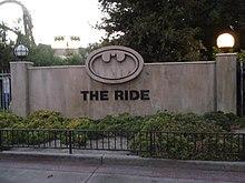 Esterno di Batman: The Ride, ottovolante del parco Six Flags Magic Mountain