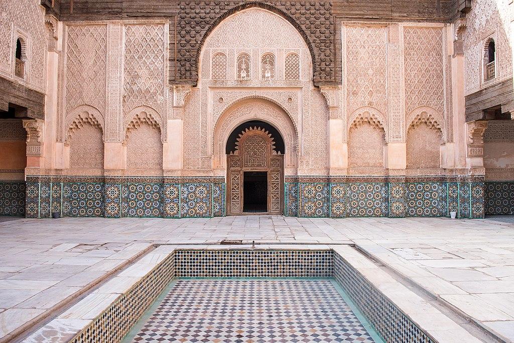 La cour de la medersa Ben Youssef de Marrakech, l'une des plus grande école coranique d'Afrique du nord. Photo de Nash Finley.