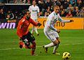 Benzema intenta hacerse con la pelota - Flickr - Jan S0L0.jpg