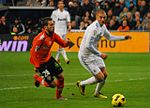 Benzema intenta hacerse con la pelota - Flickr - Jan S0L0.jpg