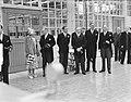 Bezoek koningin Juliana en prins Bernhard aan Gelderland. Bezoek Tiel jamfabrie, Bestanddeelnr 904-0694.jpg
