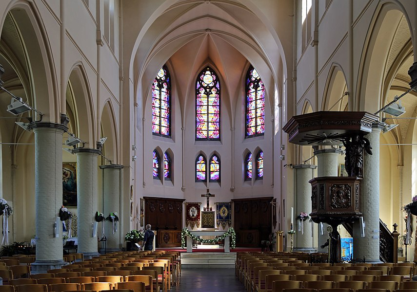 Bredene (Belgium): interior of St Richarius church