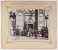 Bronisław Wilkoszewski, Pierwsza Wystawa Przemysłowa w m. Łodzi 1895 r. – goście oficjalni przed wejściem głównym.jpg