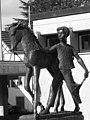 Brunnen Skulptur von Walter Hürlimann (1934–2005) für Albert Meyer (1870–1953) Politiker. Standort, Gemeindeplatz von Fällanden, Zürich (3).jpg