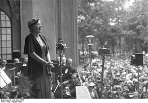 Gitta Alpár - Gitta Alpár at a charity performance, Berlin Zoo, 1932