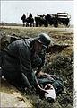 Bundesarchiv Bild 146-2008-0316, Russland, Versorgung eines Verwundeten Recolored.jpg