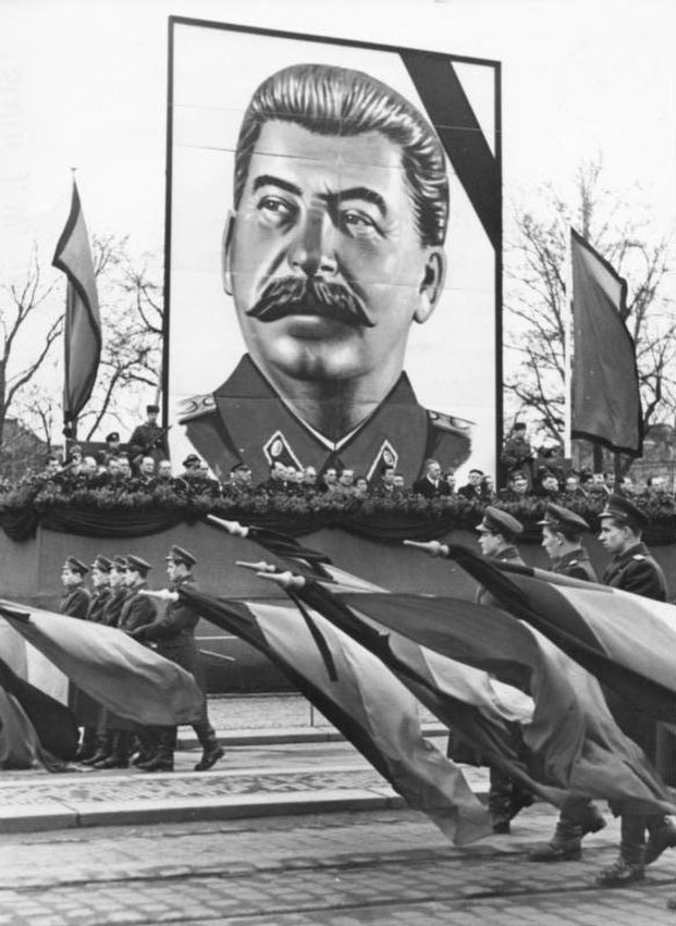 Bundesarchiv Bild 183-18684-0002, Dresden, Tod Stalin, Parade KVP